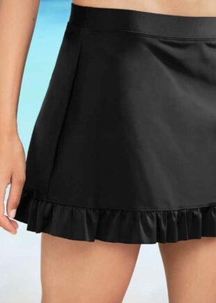Czarna spódnica od kostiumu kąpielowego z falbaną na dole