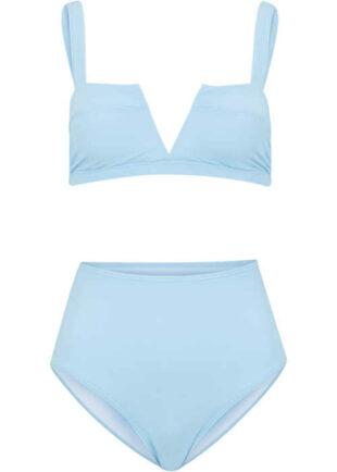 Nowoczesne bikini damskie w pastelowym jasnoniebieskim kolorze.