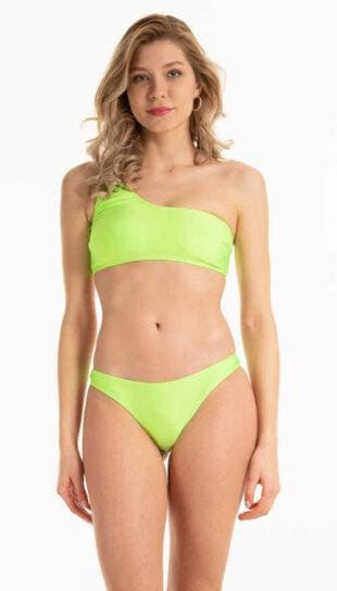 Stringi bikini w kolorze pastelowej zieleni wykonane z przyjemnego materiału.